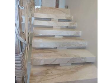 Изделия из камня - Лестницы и ступени из мрамора